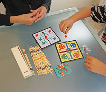Partituki Pack Juegos de Mesa Familiares Incluye: Kit de 7 Ceras, Mini Juego de Parchís, Mini Juego de 3 en Raya y Mikado: Amazon.es: Juguetes y juegos