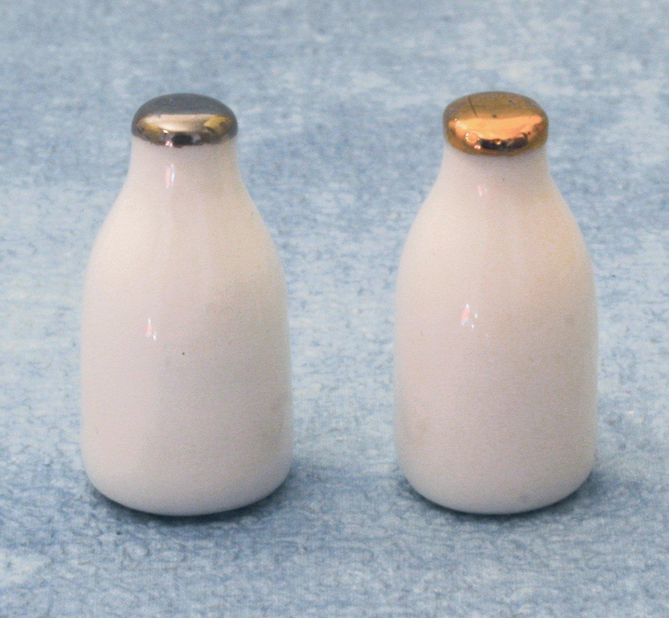 Dolls House Milk Bottles x 2 Miniatures 1/12th Scale   B01D1PW1XY