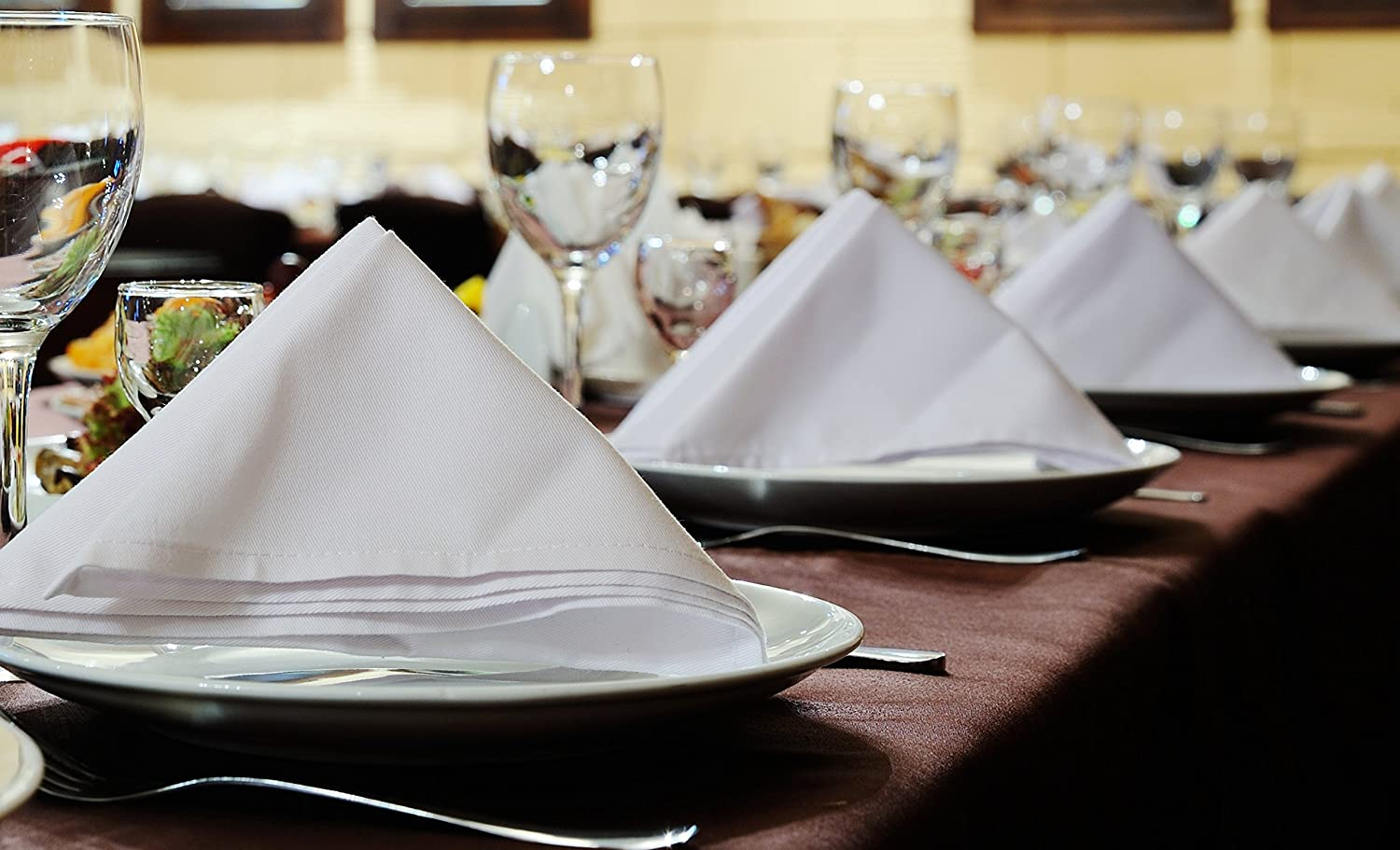 20x20 Made in USA 96 pieces White Dinner Napkins for Banquets /& Restaurants Commercial Grade 100/% Polyester with Soft Cotton Touch Wholesale Priced Bulk Packing 20x20 Atlas