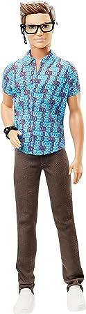 En la nueva película de Barbie Equipo de espías, Ken es el responsable de todos los artilugios, arma