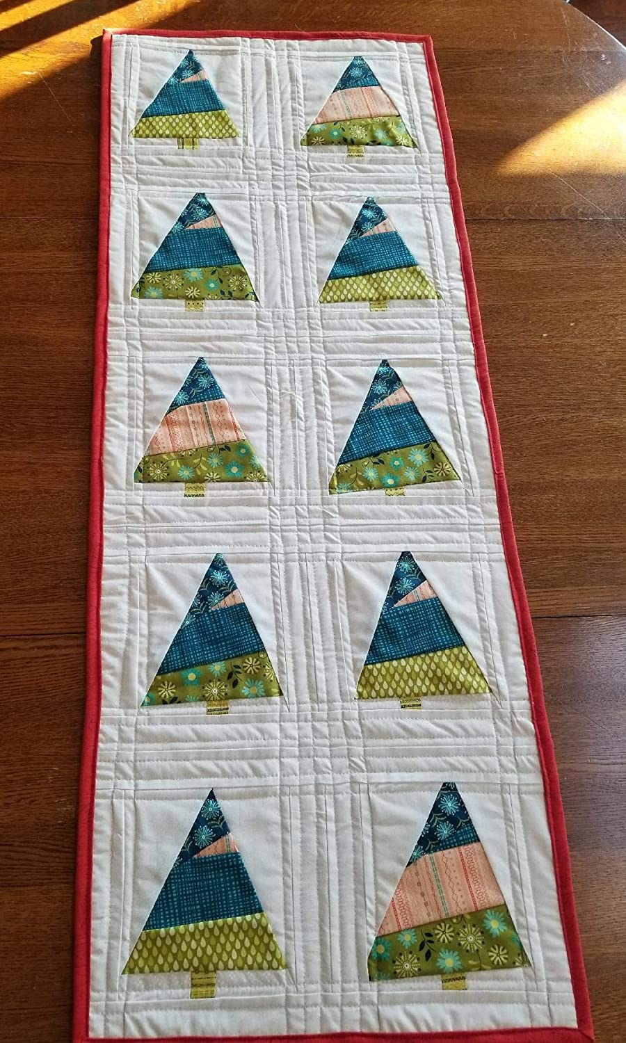Christmas Table Runner Quilted.Amazon Com O Tannenbaum Quilted Christmas Table Runner