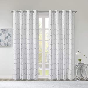 Intelligent Design Raina Total Blackout Metallic Print Grommet Top Window Curtain Panel Thermal Insulated Light Blocking Drape for Bedroom Living Room and Dorm, 50x63, White/Silver