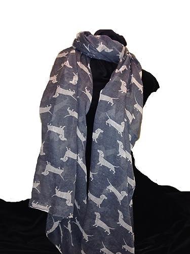 Bufanda gris con el modelo perro salchicha blanco. Bufanda larga suave. Señoras de la moda de Londre...