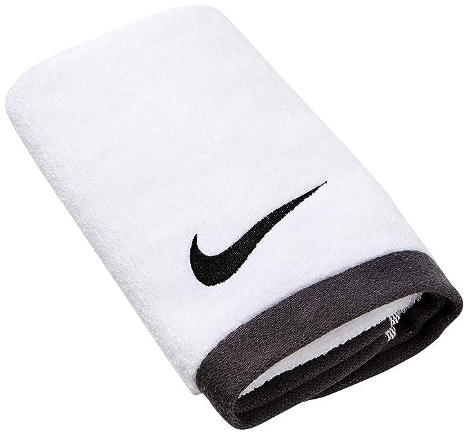 bcff92fd Amazon.com : Nike Fundamental Towel : Running Apparel : Sports & Outdoors