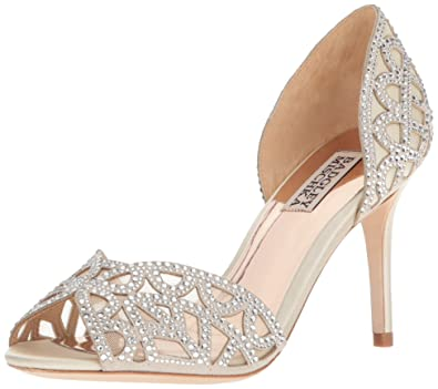 0335abe254a Amazon.com  Badgley Mischka Women s Harris Pump  Badgley Mischka  Shoes