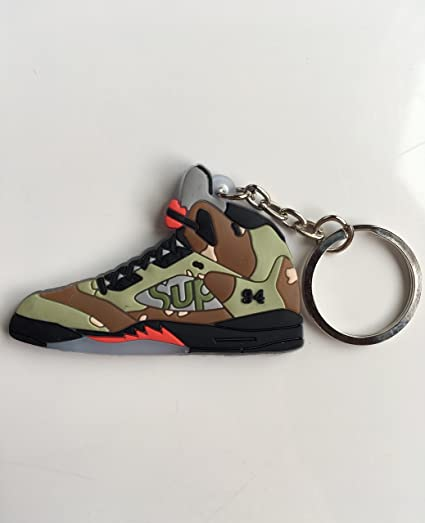 85a7da6bd523 Amazon.com   Jordan Retro 5 X Supreme Camo Sneaker Keychain Shoes Keyring  AJ 23 OG   Sports   Outdoors