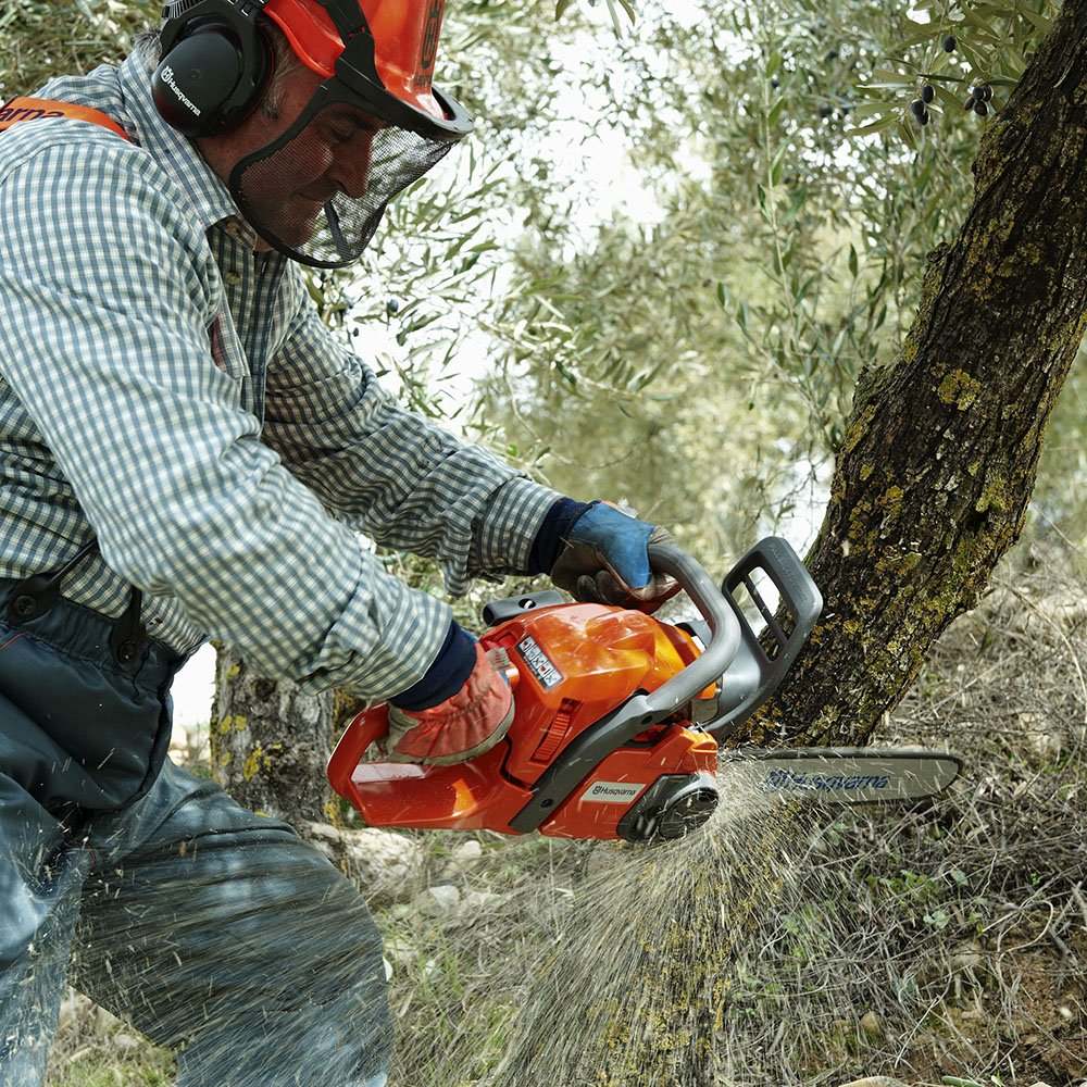 How To Pick The Best Chainsaw