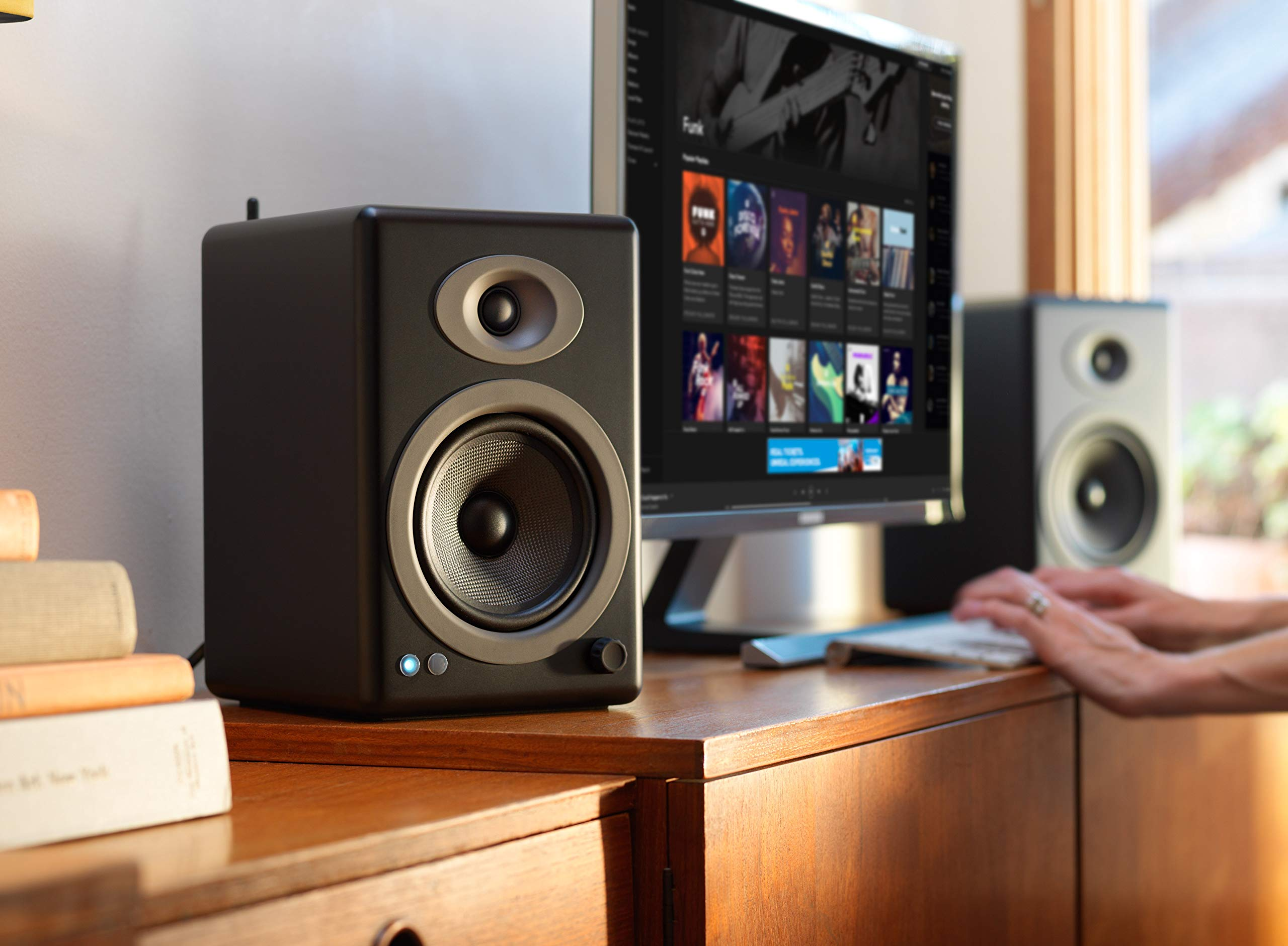 Audioengine A5+ 150W Wireless Powered Bookshelf Speakers   Built-in Analog Amplifier   aptX HD Bluetooth 24 Bit DAC, RCA and 3.5mm inputs   Solid Aluminium Remote Control   Cables Included by Audioengine (Image #6)