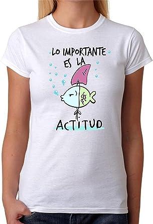 Camiseta Lo Importante es la Actitud Camiseta Divertida para Regalo de Amigas. Camiseta 100% Algodon Natural, impresión Digital: Amazon.es: Ropa y accesorios