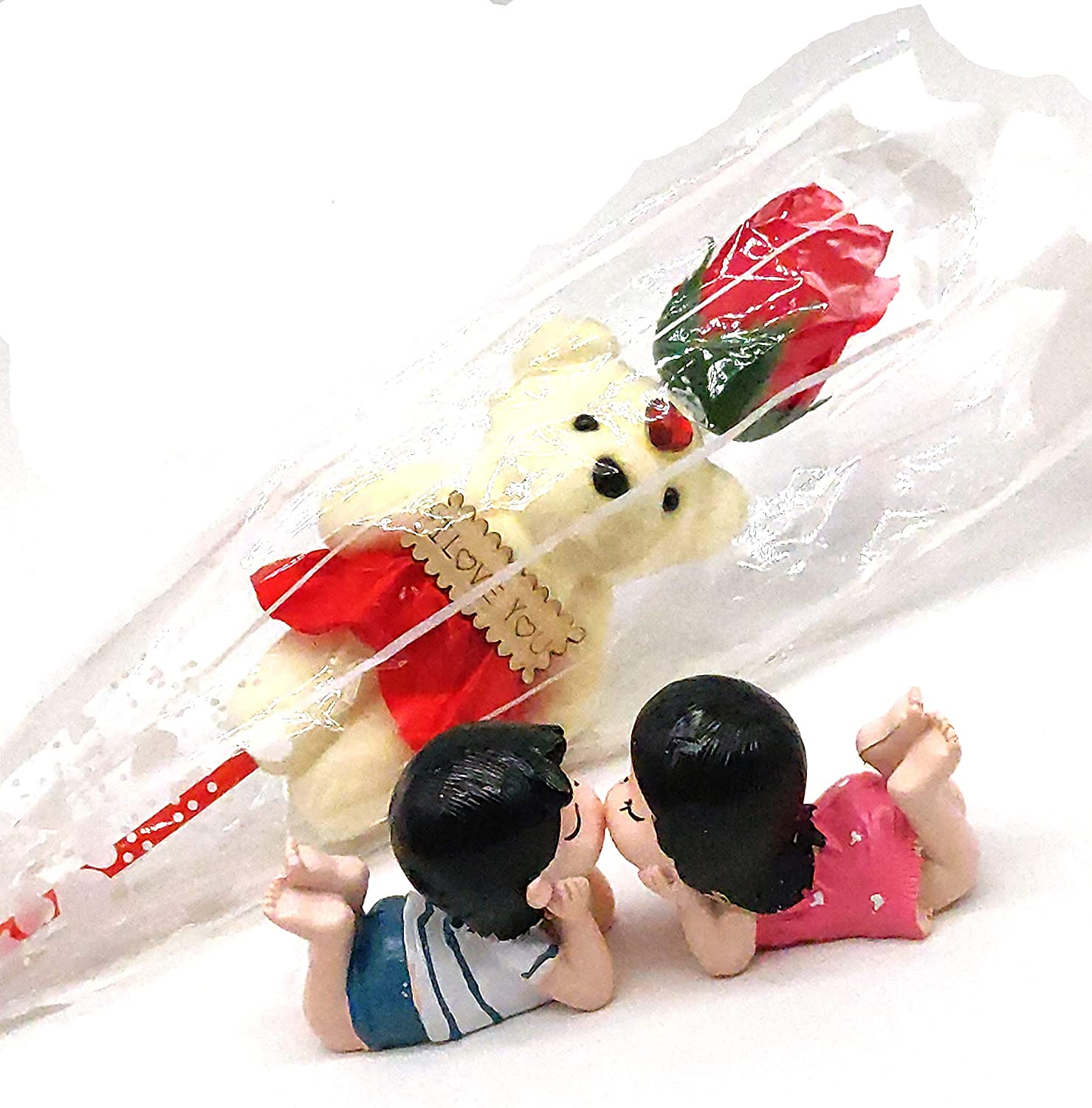 Kissing Couple with Magnet on Lips with a message card and teddy holding rose