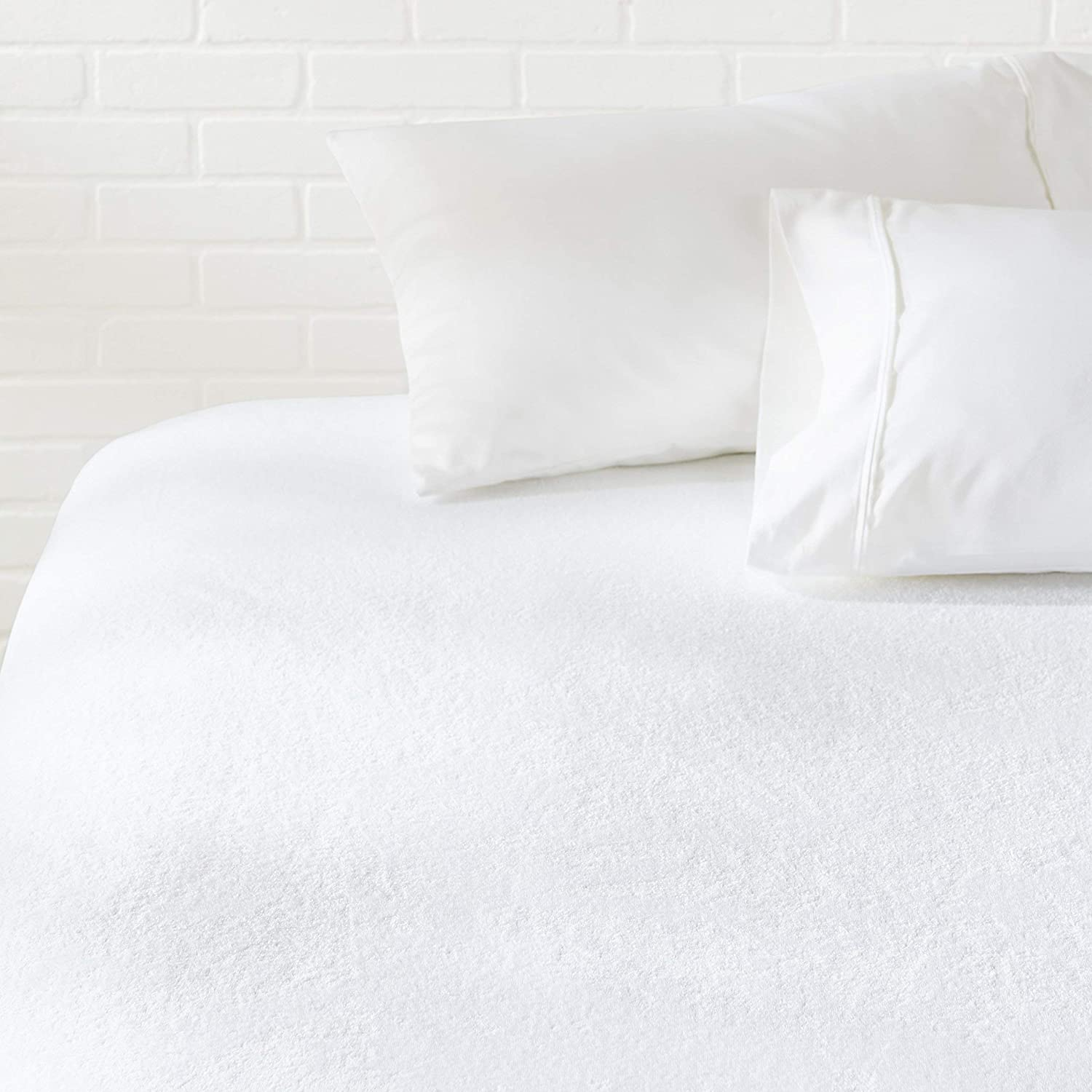 AmazonBasics Hypoallergenic Waterproof Fitted Mattress Protector Cover - Twin