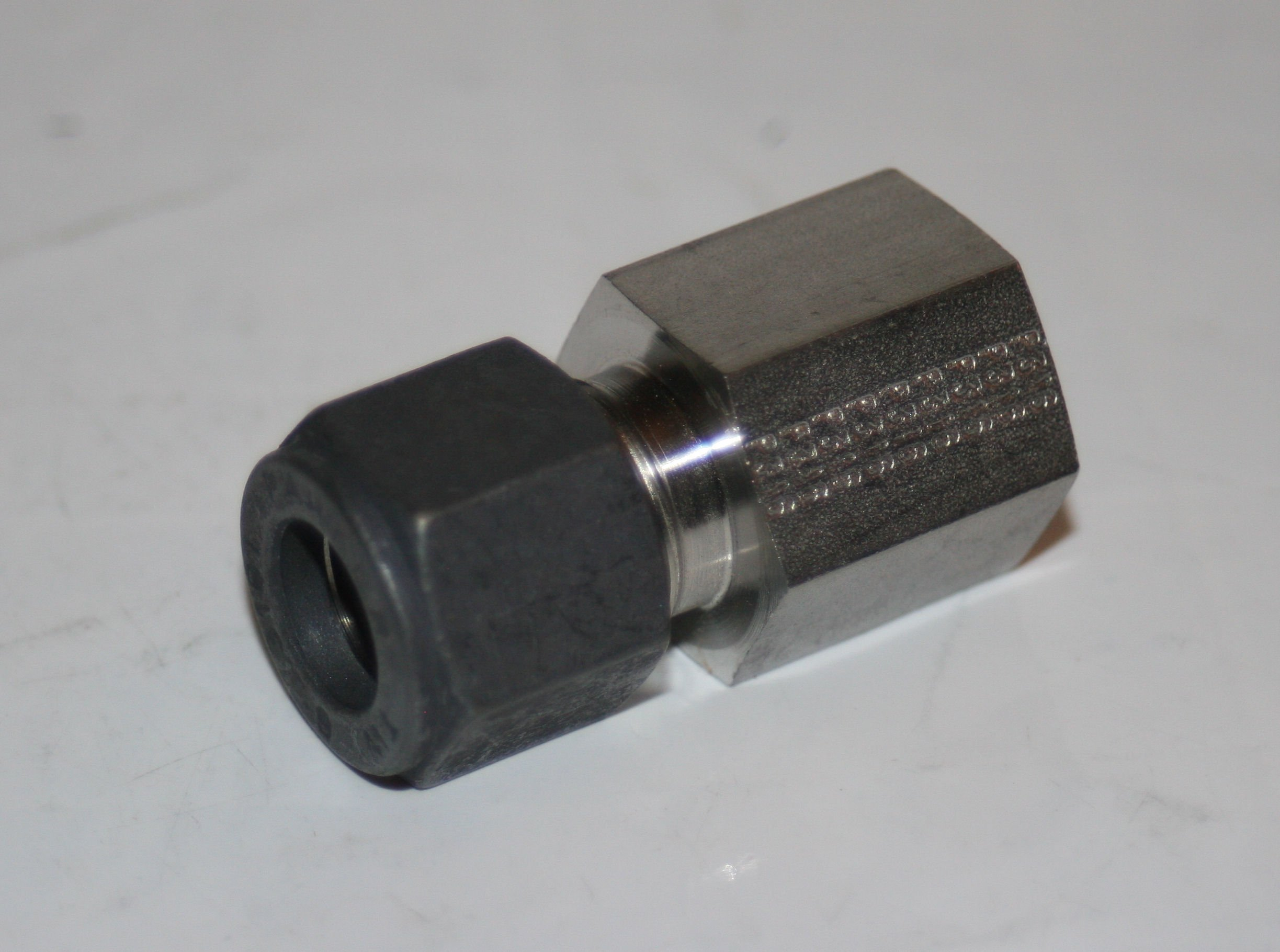 Parker CPI 6-4 GBZ-SS 316 Stainless Steel Compression Tube Fitting, Adapter, 3/8'' Tube OD x 1/4'' NPT Female