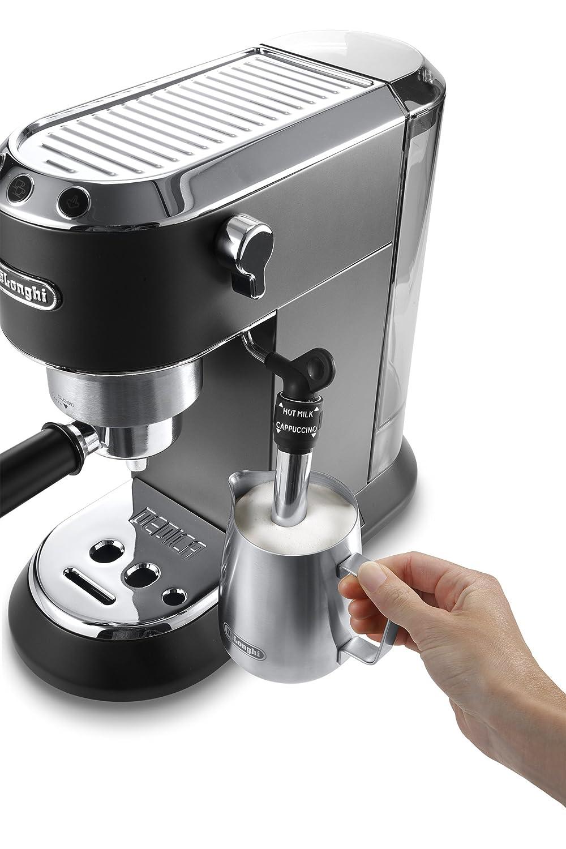 Milch aufschäumen mit Espresso Siebträgermaschine De'Longhi EC 685.BK Dedica