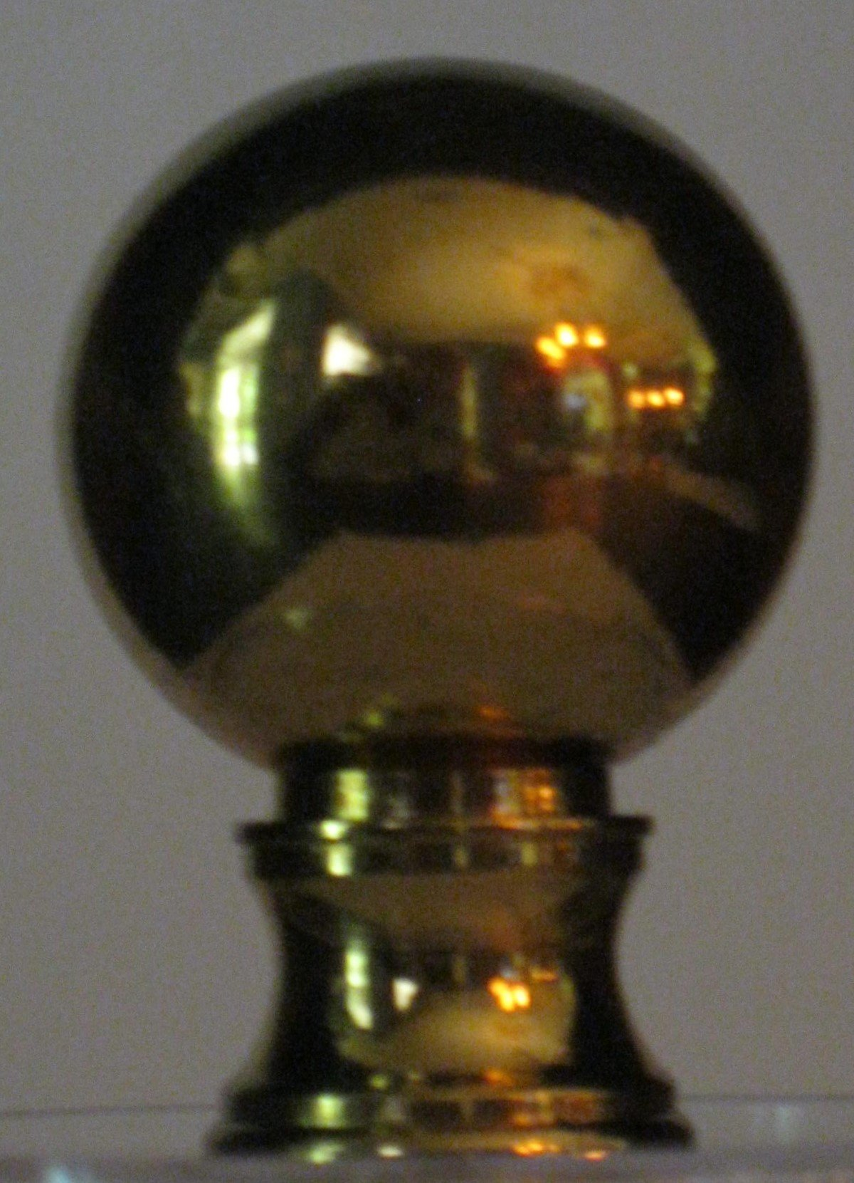 1.25 Inch Diameter Ball Lamp Finial (Polished Brass) 1.75 Inches High