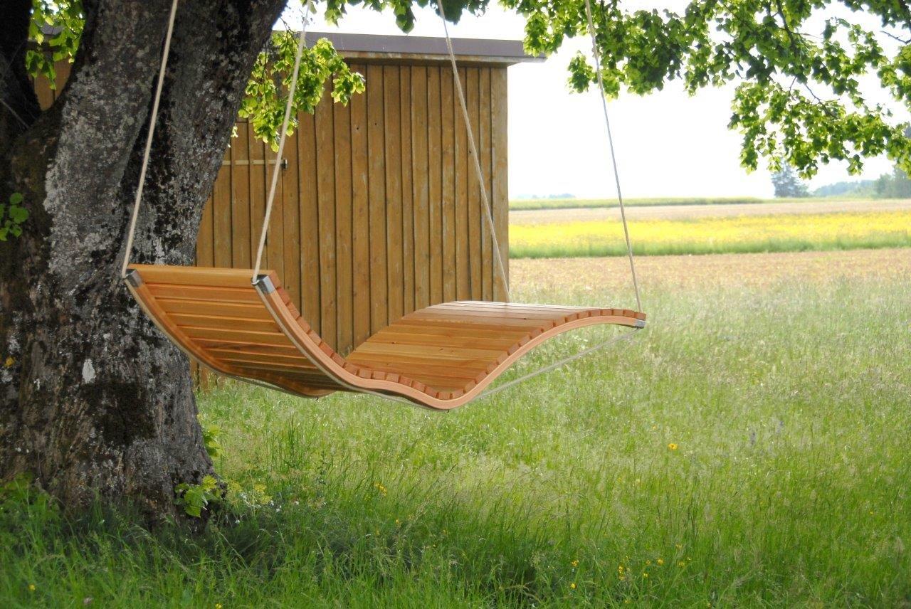 Hängeliege Querlattung aus Holz (Lärche geölt), für den Garten und Innenbereich, Saunaliege, Sonnenliege, Relaxliege, Gartenliege, Schwebeliege