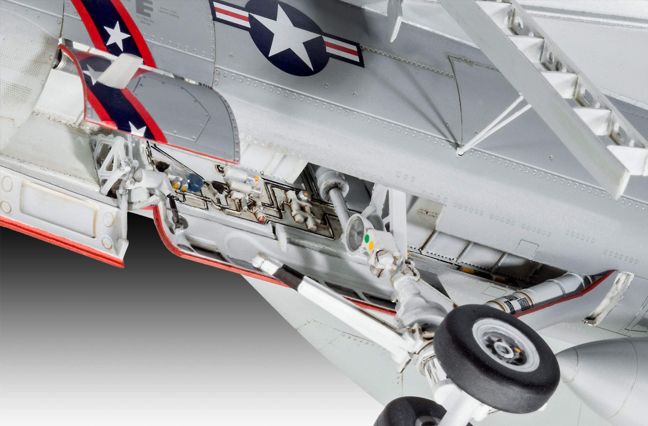 Revell of Germany 04994 1/32 F/A-18E Super Hornet by Revell of Germany (Image #4)