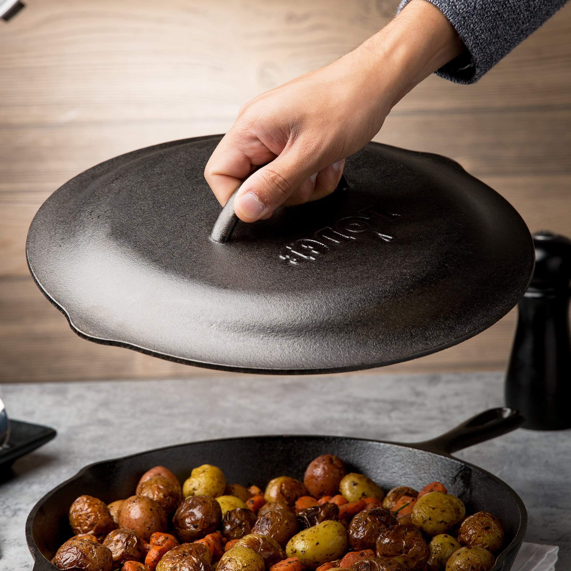Lodge Seasoned Cast Iron Skillet - 12 Inch Ergonomic Frying Pan with Assist Handle with Cast Iron Cover by Lodge (Image #2)