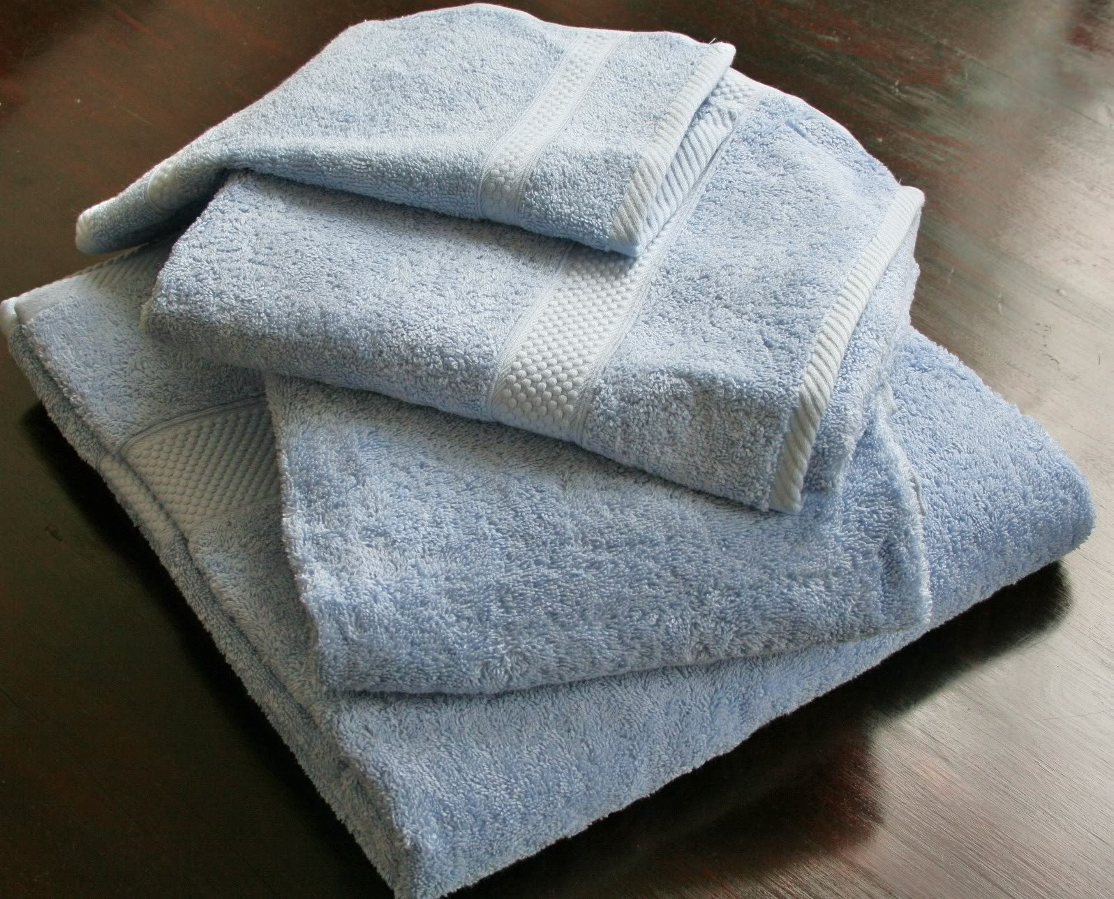 Homescapes Turkish Cotton 4 Piece Bath Towel Set Light Blue Very Soft and Absorbent, 500 GSM Heavy Weight for everyday Luxury ... by Homescapes by Homescapes