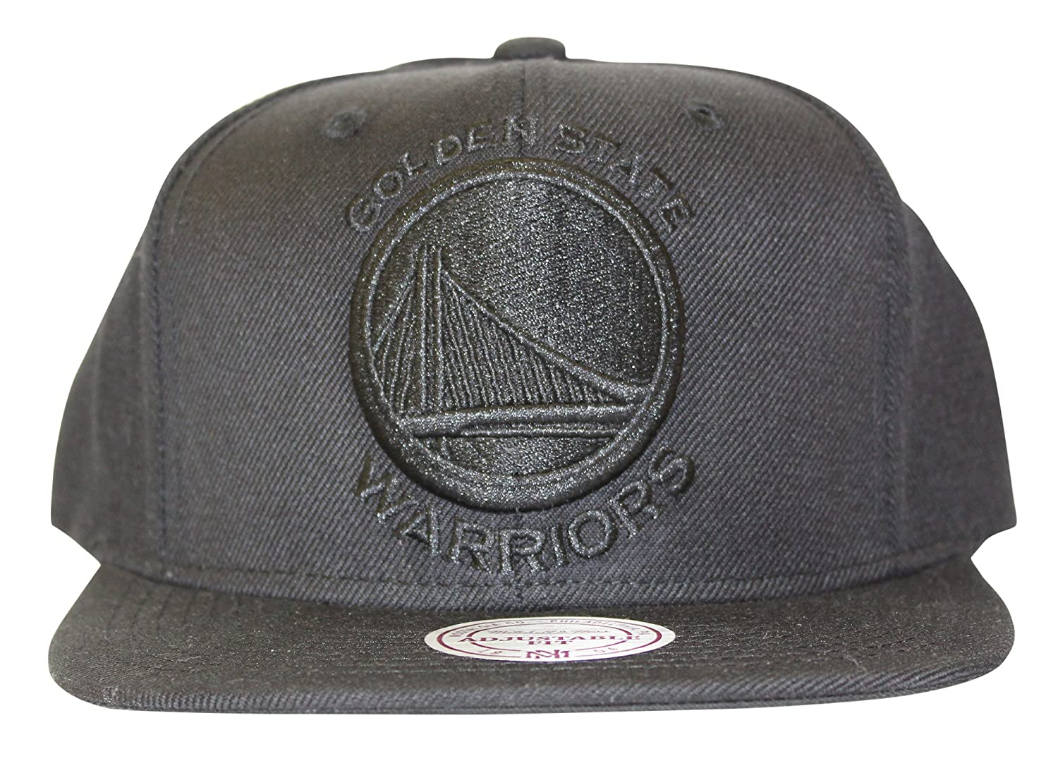 brand new 19b5c f1bf7 Amazon.com   Mitchell   Ness Golden State Warriors Snapback Hat Cap All  Black BLACK   Clothing
