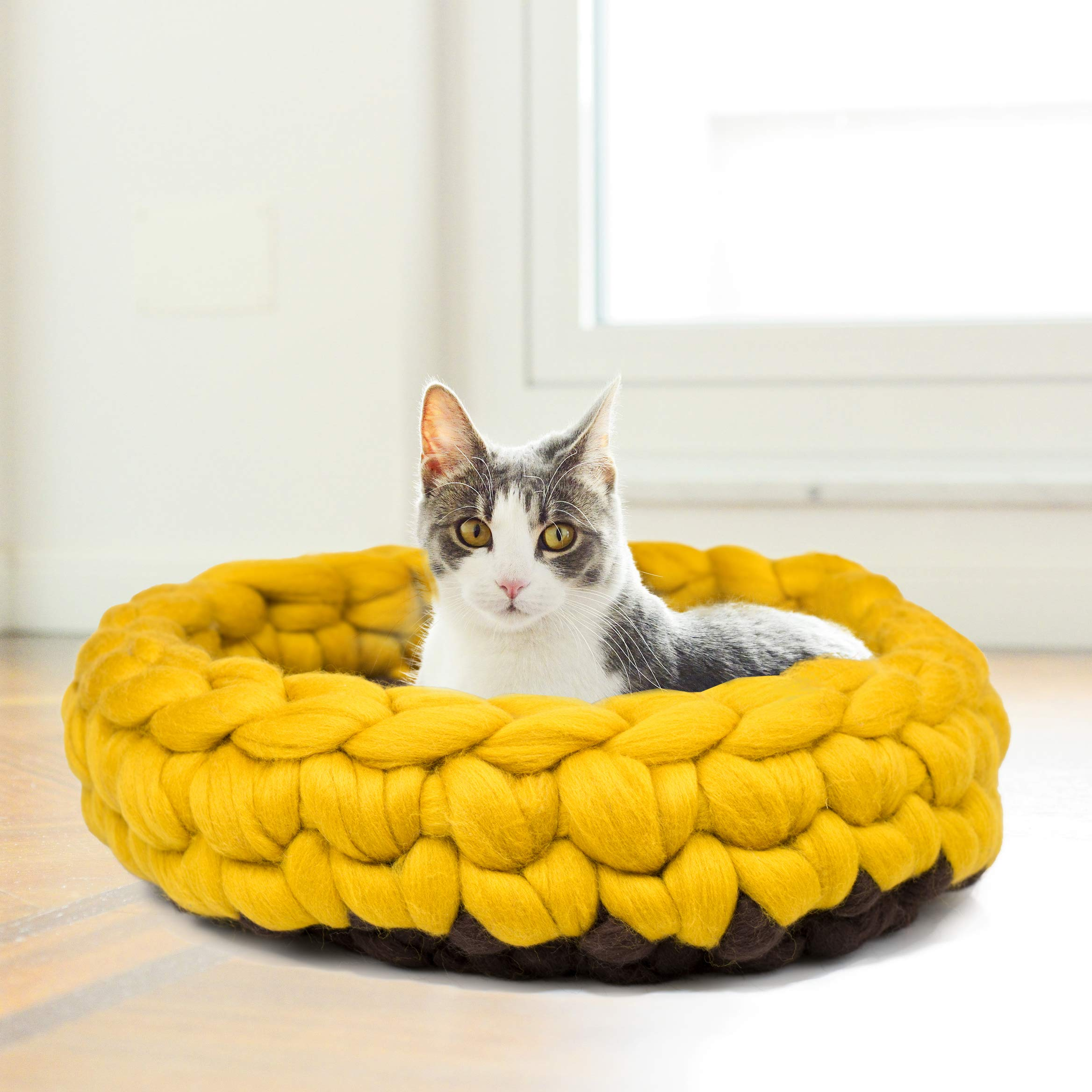 BureBure Yellow Brown Woolen Cat Bed Basket Handmade in Europe, Chunky Knitted Pet Bed Round