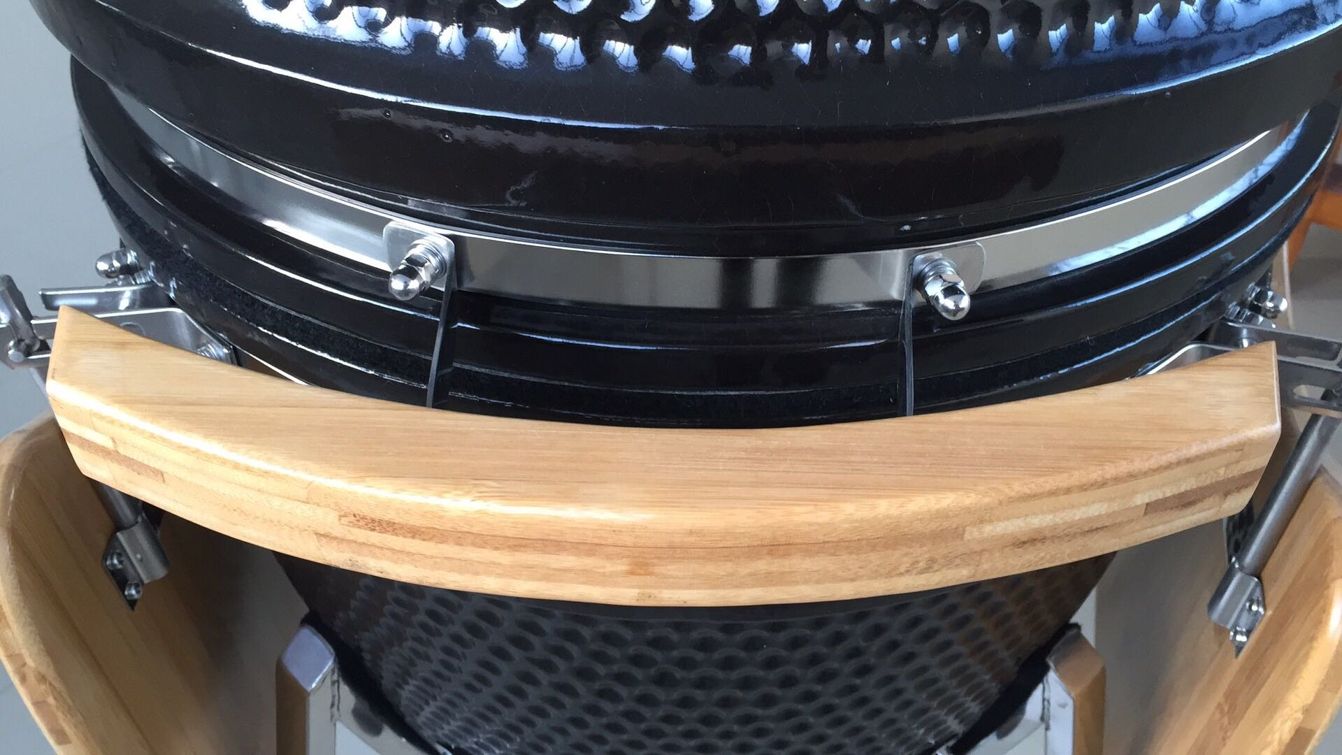21'' Ceramic Kamado style Grill/Smoker with Stand and Side Trays