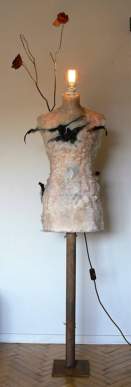 Lampara de pie salón - original escultura busto maniquí pintado pájaros, flores y plumas. Estilo vintage, artístico - Iluminación suave, ambiente ...