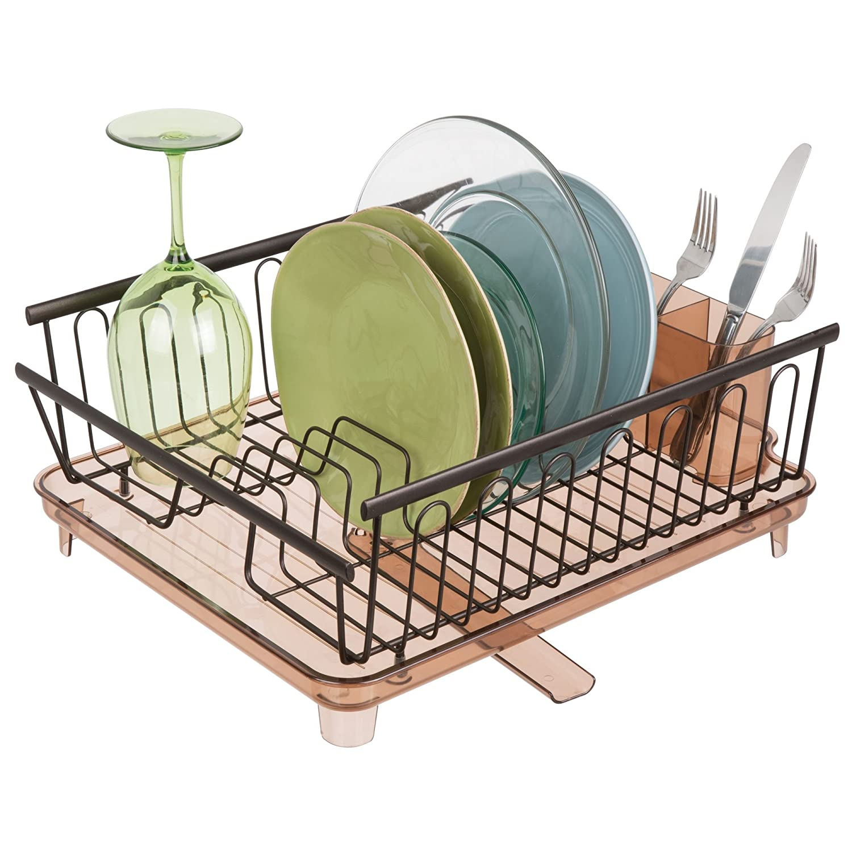 mDesign Juego de 2 escurridores de platos con bandeja de goteo Secaplatos de metal y pl/ástico con desag/üe giratorio Rejilla escurreplatos para encimera o fregadero color bronce y beige
