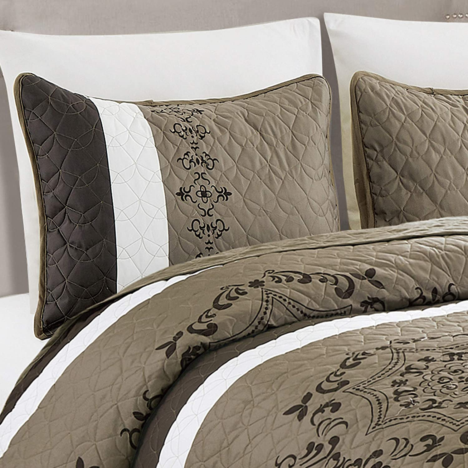 WPM Victoria Medallion Print King Size Quilt Set with Pillow Sham Brown Beige Bedspread Bed English Style Quilted Theme Bedroom 3 Piece Coverlet (Elizabeth Brown, King