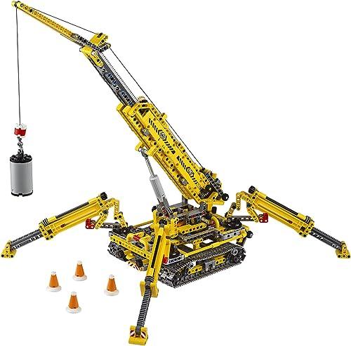 This is a big crane - REALLY big