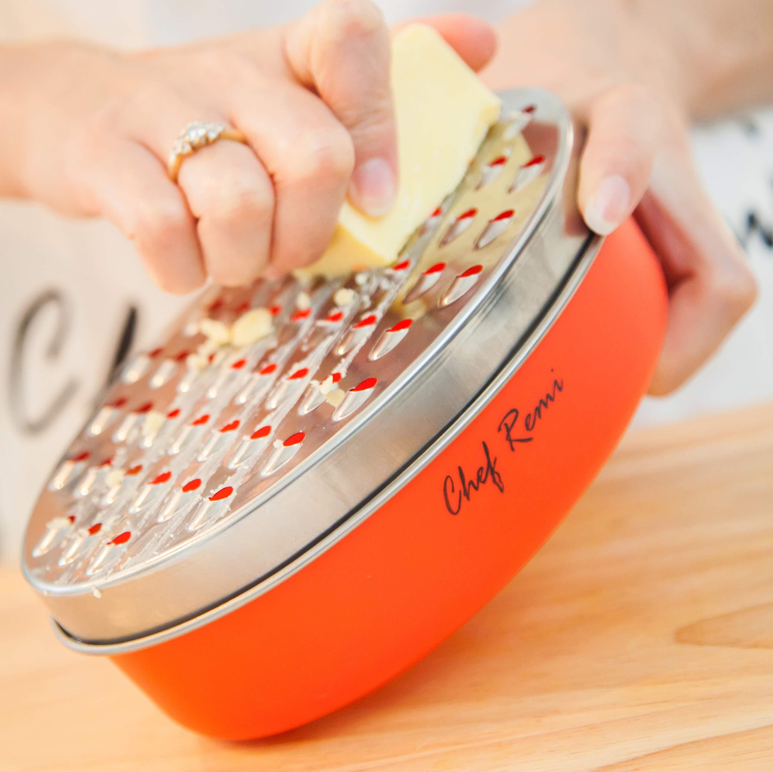 Rallador de Queso con Contenedor de Alimentos. Posicionado como el Nº1 de los Ralladores de Queso Duro o Blando, como el Parmesano, Verduras o y Cítricos. El Utensilio Ideal para tu Cocina
