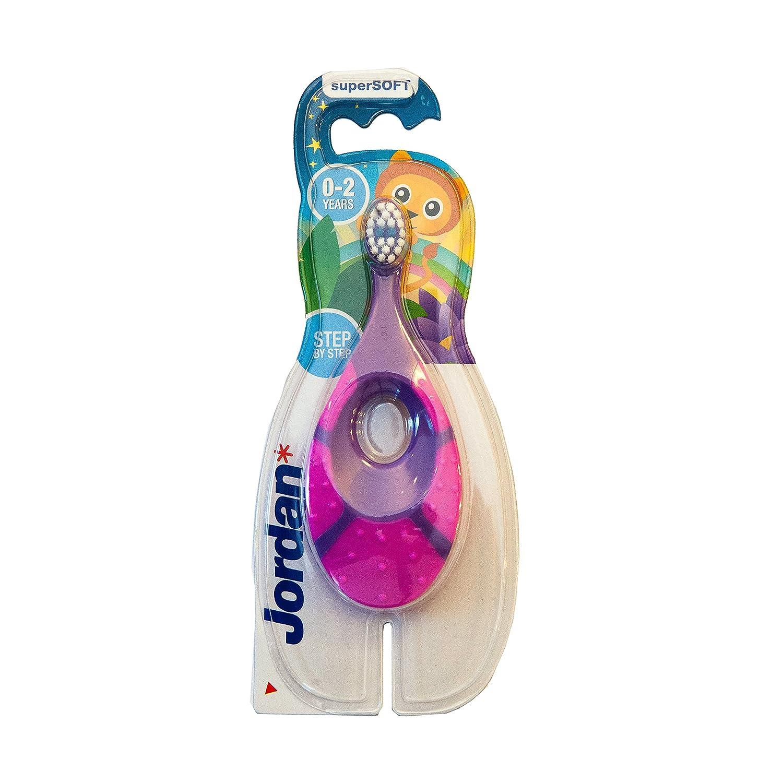 Jordan 6220100 Baby Zahnbürste Step 1 mit Beißring, 0-2 Jahre, extra soft (Farbe zufällig, 1 Stück) 1 Stück) 7038513866304