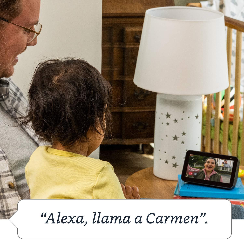 Echo Show 5 (negro) + Amazon Smart Plug (enchufe inteligente wifi), compatible con Alexa