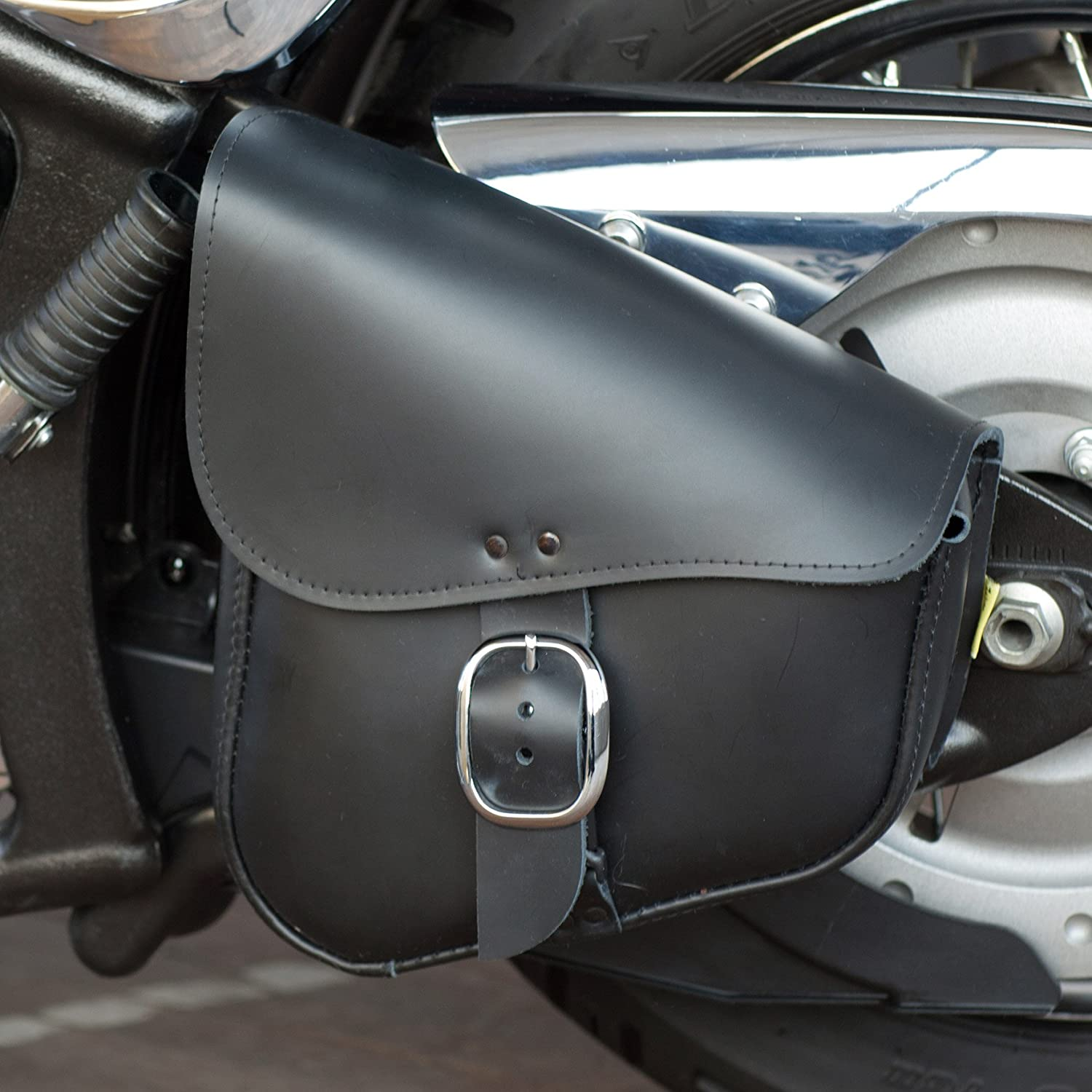 Chrome Buckle 9 Liter Capacity Dowco Willie /& Max 59823-00 Triangulated Leather Motorcycle Swingarm Bag Black