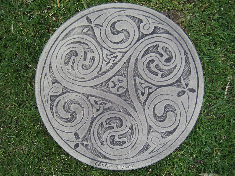 Stepping stone garden ornament (Celtic 3 swirl)