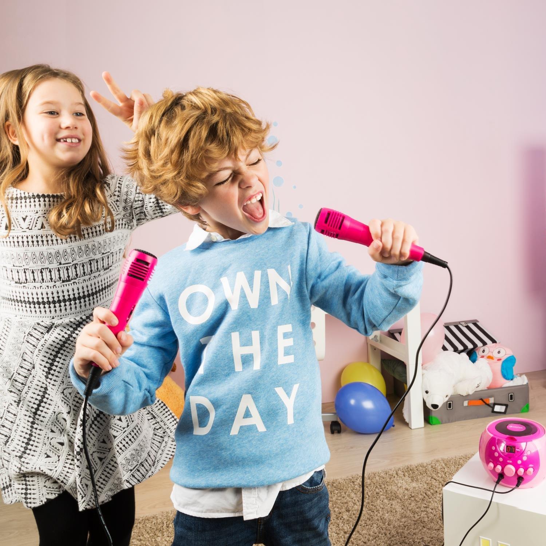 auna SingSing /• Karaoke para ni/ños /• Set de Karaoke /• 2 x micr/ófonos din/ámicos /• Reproductor de CD /• Medios CD G /• Efecto de Eco /• AVC /• Salida de Video /• Efecto de luz LED /• Negro