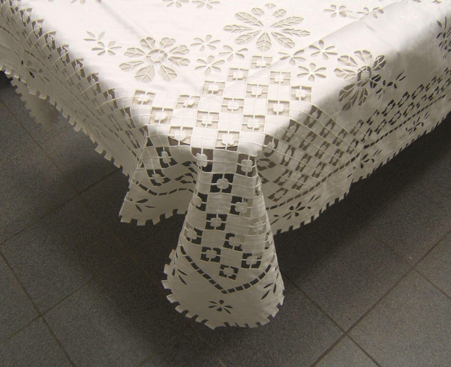 Wall of China Tablecloth (beige, 72x180)