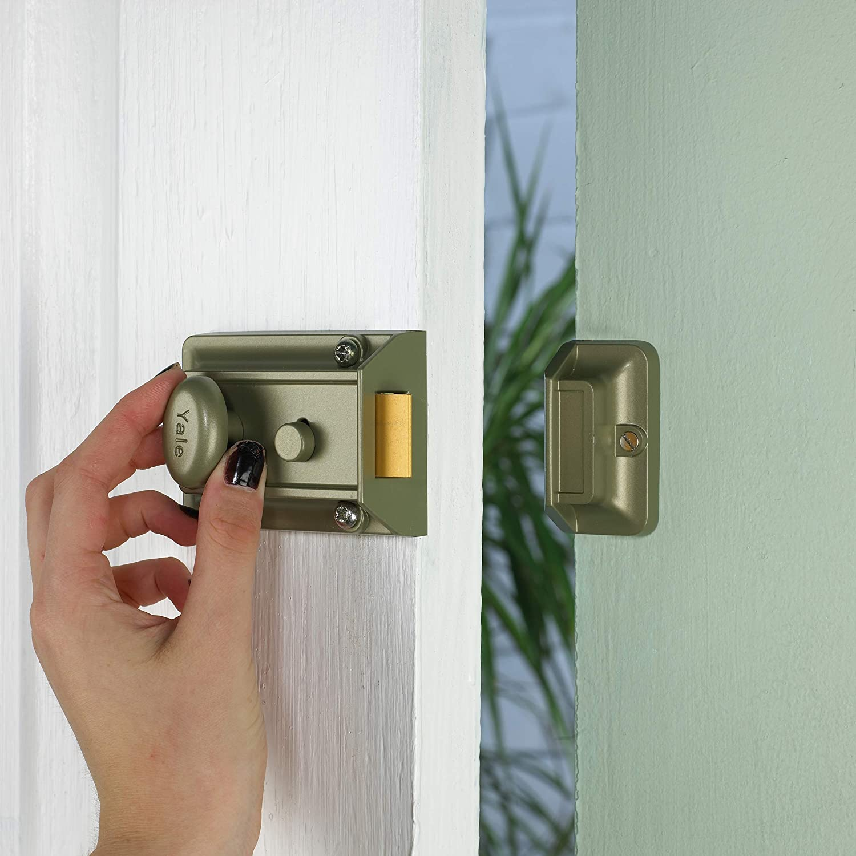 Perno de Seguridad Oculto para Puertas Importado de Reino Unido Yale Locks P77 6 cm, ENB//PB