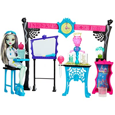 Monster High Skulltimate Science Class Playset with Doll: Toys & Games