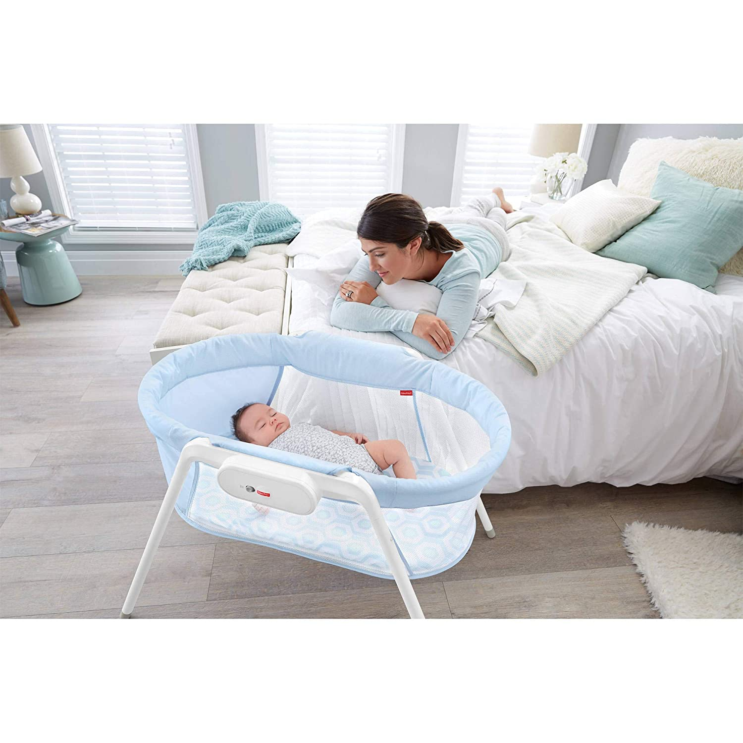 Fisher-Price Stow 'N Go Bassinet - Easy to Assemble, Calming Vibrations For At Home Or On The Go DXY20