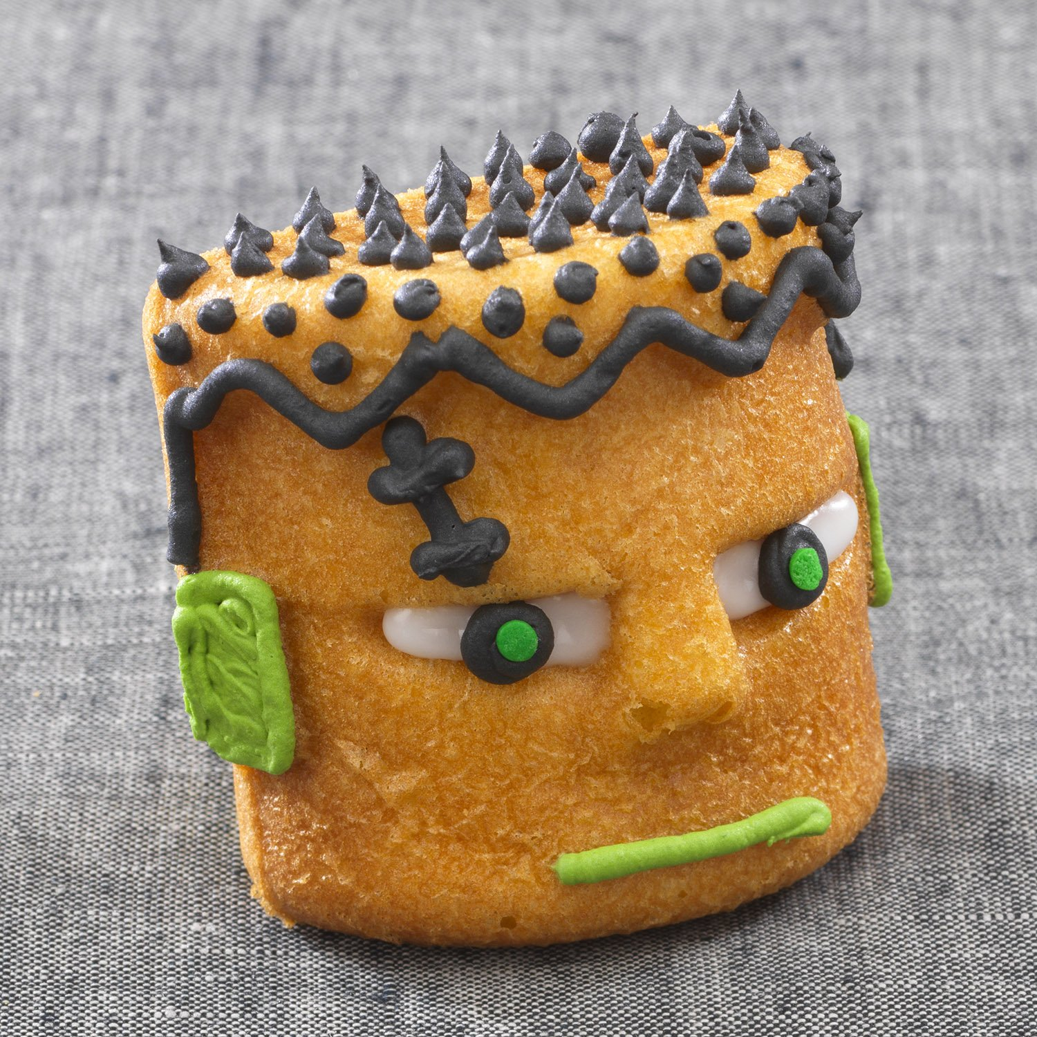 Sweet Creations 4-Cup 3D Halloween Monster Cake Pan, Gray