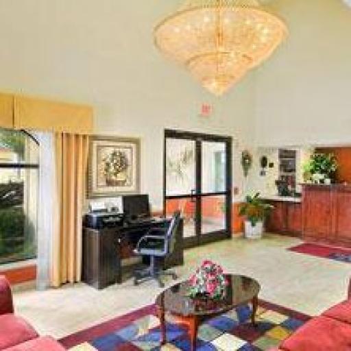 days-inn-suites-winnie