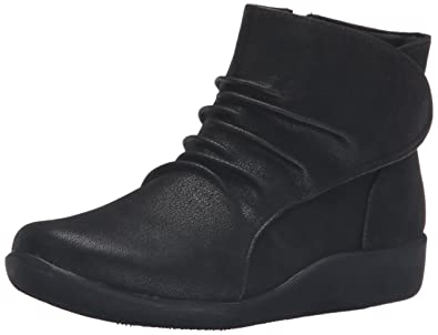CLARKS Womens Sillian Chell Boot       Black Synthetic Nubuck