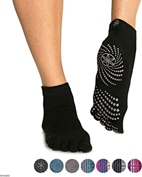 Amazon.com: Gaiam Grippy - Calcetines de yoga: Sports & Outdoors