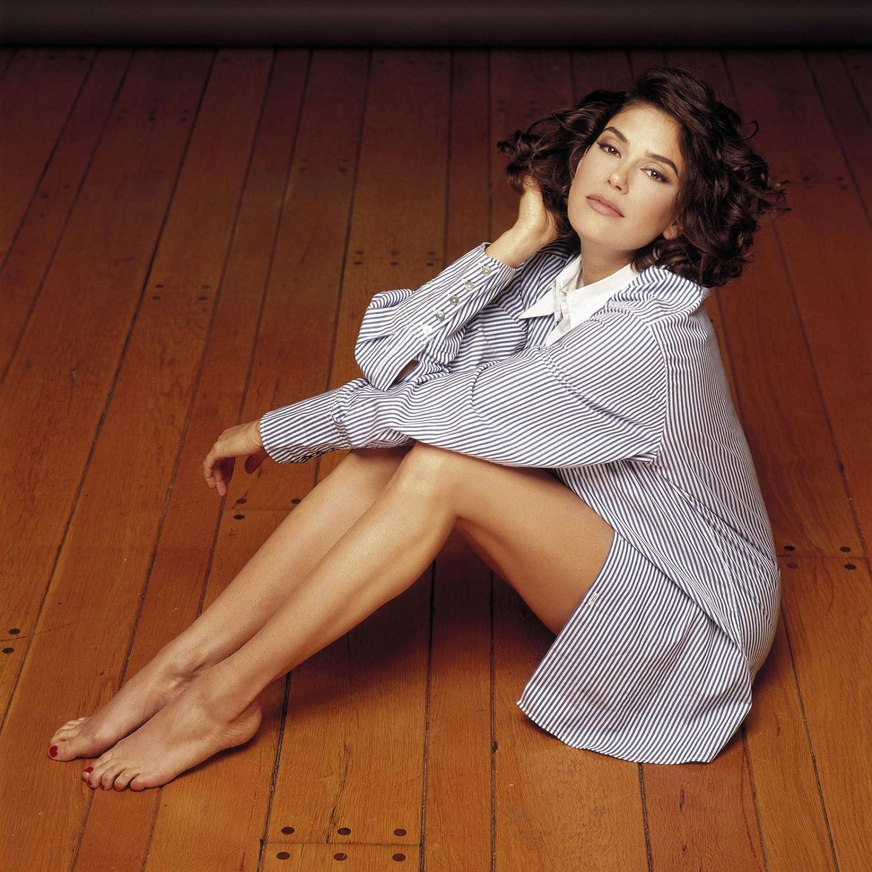 Teri Hatcher Sexy Hot Modeling Wood Floor 8 Inch X 10 Inch