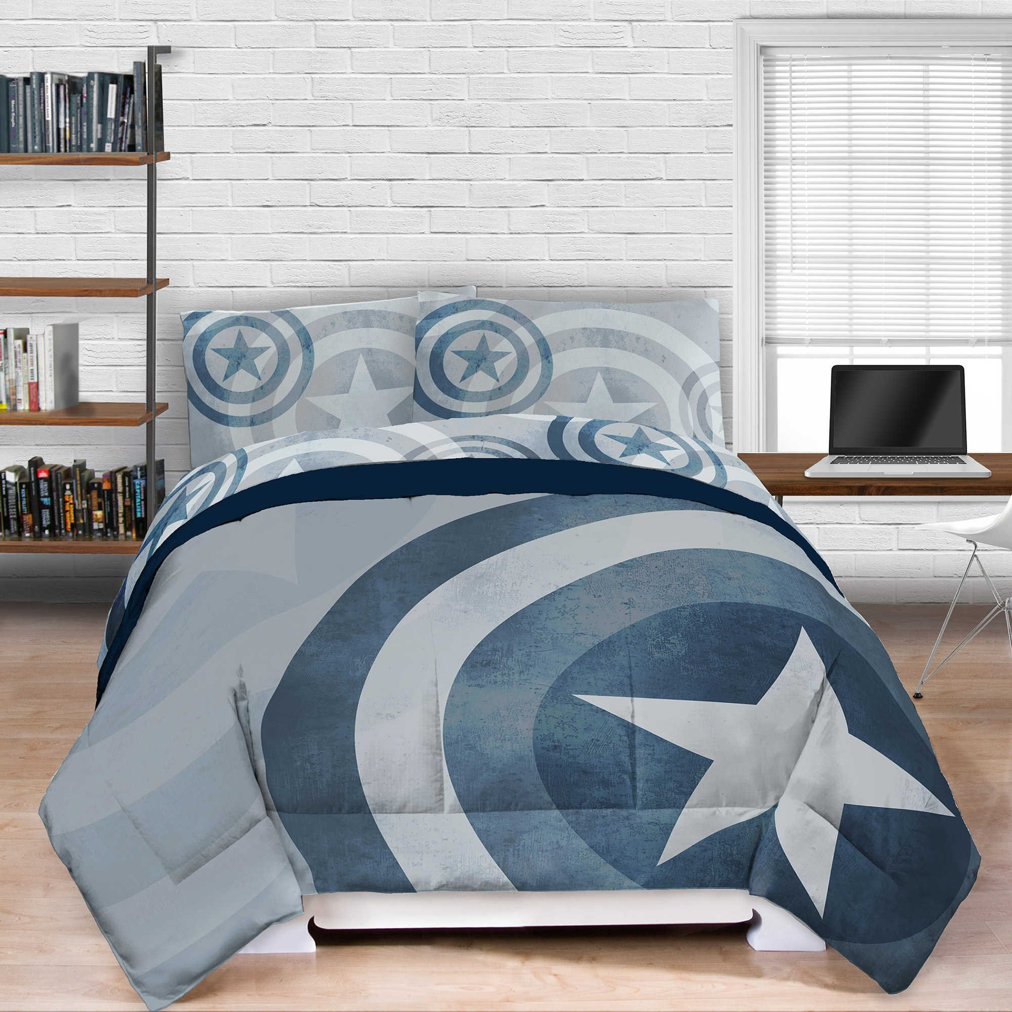 Captain America Lifestyle Shield Comforter full / queen by Marvel