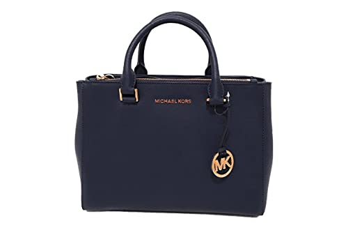 5d55ed95f Bolsa de cuero unicolor azul rey con tiras cortas de 4 cm y llavero en  dorado con el logo de MK. Tamaño mediano de 12.5cm x 9.75cm.