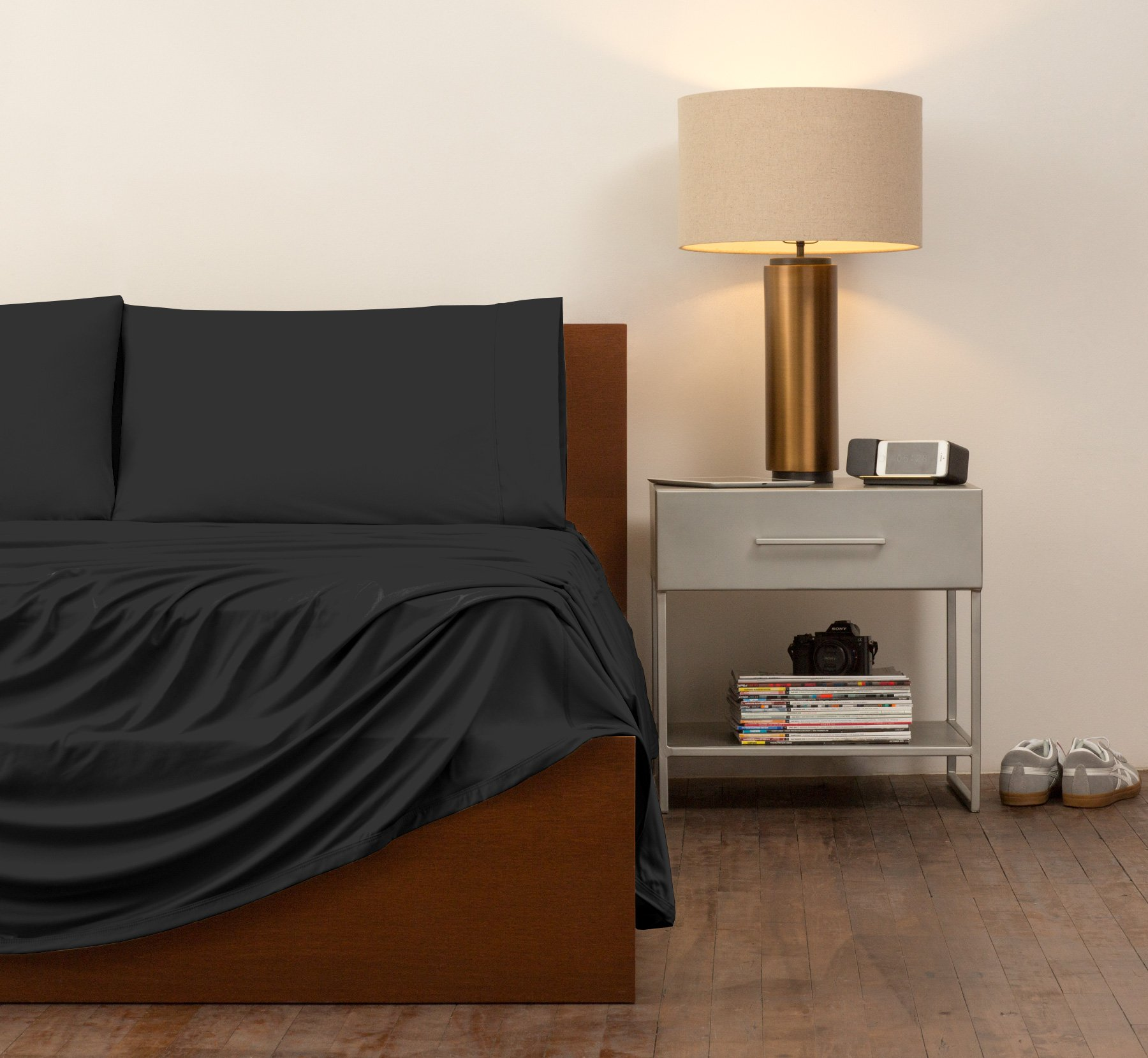 SHEEX - ORIGINAL PERFORMANCE Sheet Set with 2 Pillowcases, Ultra-Soft Fabric Transfers Body Heat and Breathes Better than Traditional Cotton, Black (Queen)