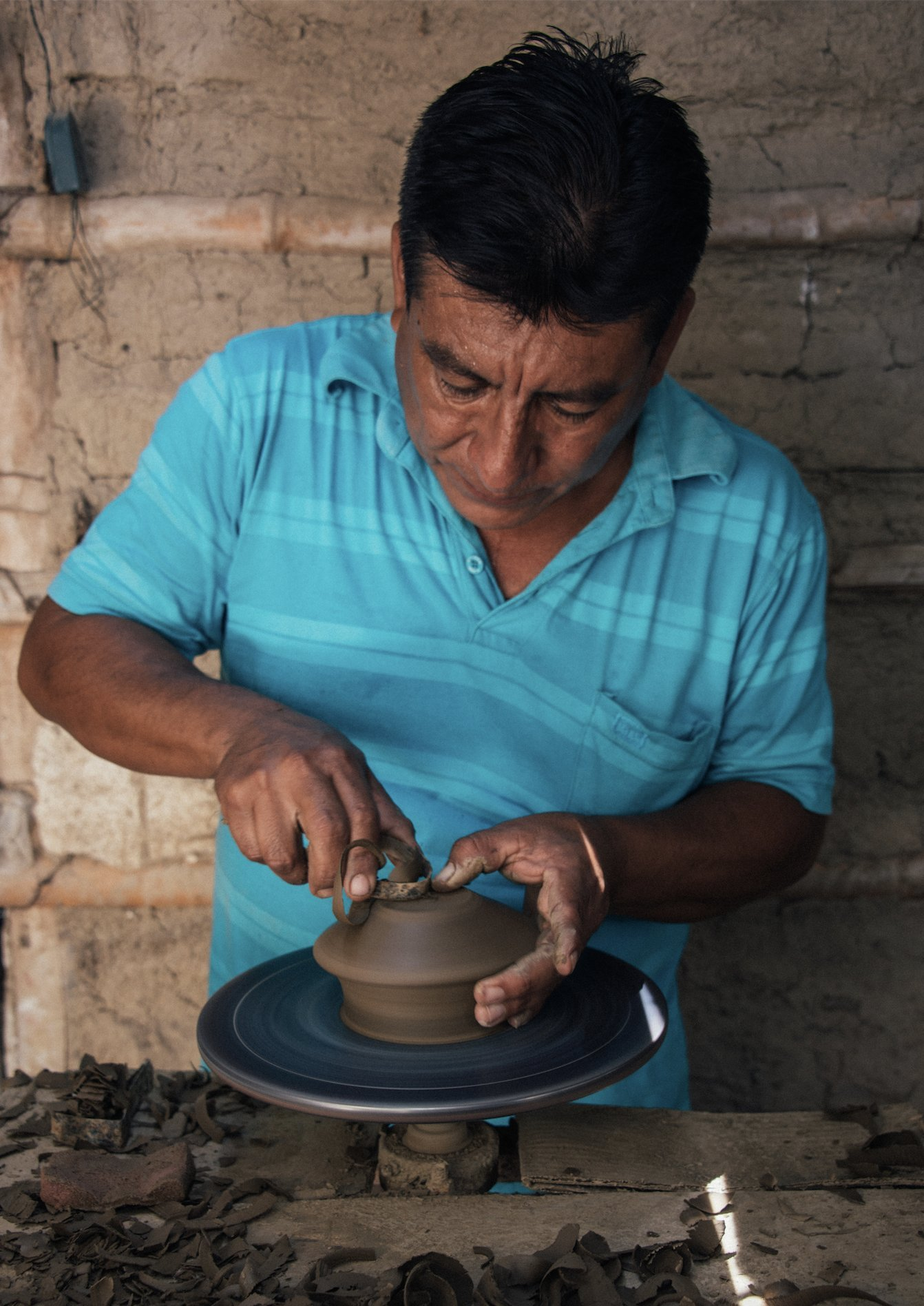 Luna Sundara Palo Santo Holder Authentic Chulucanas Peru Pottery (Green) 5 Palo Santo Sticks Included by Luna Sundara (Image #5)