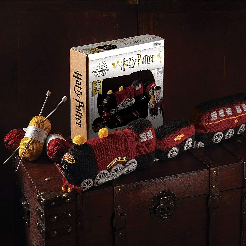 Harry Potter Zauberwelt Strickset Kollektion Harry Potter Hogwarts Express Zugluftstopper Strickset von Eaglemoss Hero Collector