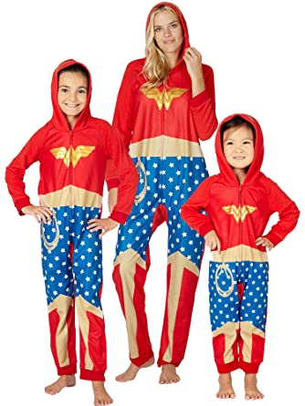 f74ab51c76 Amazon.com  DC Comics Wonder Woman Onesie Costume Fleece Hooded Holiday  Pajama  Clothing